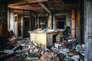 Ausgebrannte Wohnung - Gerümpel
